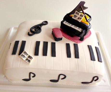 Nutela & chocolate Piano cake  http://www.220stopinjposevno.com/2/post/2014/01/okoladno-nutelina-torta-klavir-za-prijatelja-borisa.html