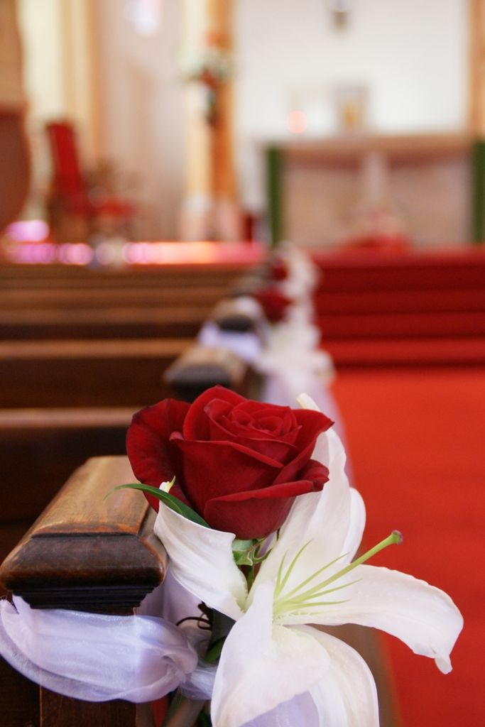 simple church pew decorations