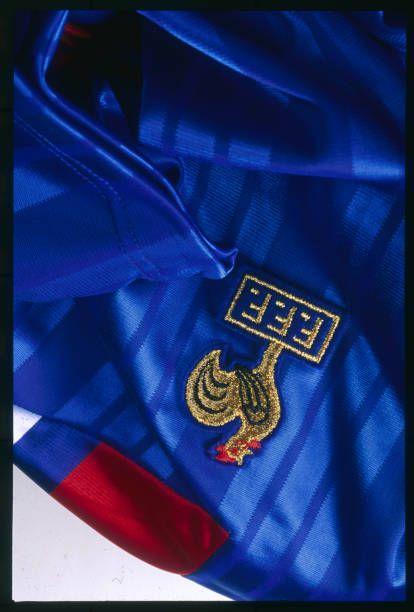el jersey 12074 la de fútbol en la foto de diseñado por adidas es del francés de 1992 03f1574 - hvorvikankobe.website