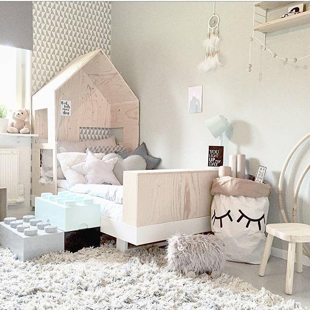 Picture by: @mz.interior ◻️◽️▫️✨▫️◽️◻️ ••••••••••••••••••••••••••••••••••••••• Follow @baby_and_kidsroom_inspo for more ••••••••••••••••••••••••••••••••••••••• #mittbarnerom#interiorbaby#nursery#nurserydecor#nurseryinspo#nurserydetails#interiordream1#kidzinteriors#babystyleinspo#smabarnsinspo#barnasverden#interior4you#interior2love#barneromrepost#nordickidsliving#barnensrum#finabarnsaker#hem_inspiration #baby_and_kidsroom_inspo #tapfordetails
