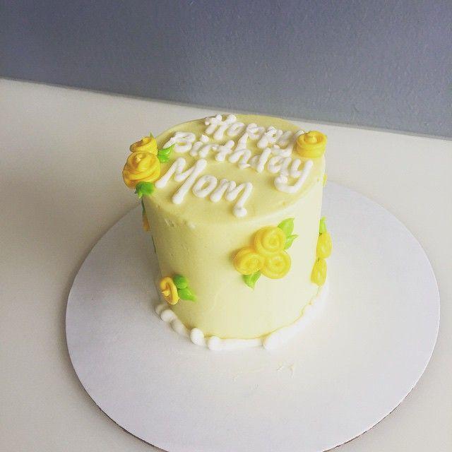 Smash yellow rose cake <3
