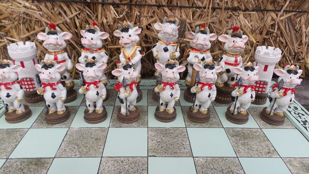 "Cow Kingdom Chess Set 17"" Board Game Farm Animals Statue"