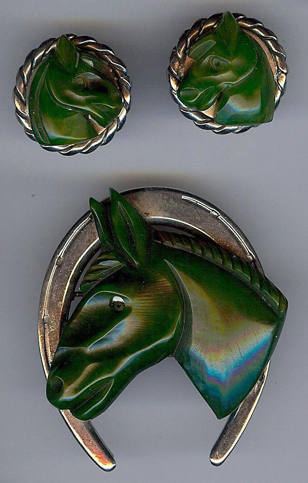 VINTAGE CHROME CARVED GREEN BAKELITE EQUESTRIAN HORSE & HORSESHOE PIN & EARRINGS