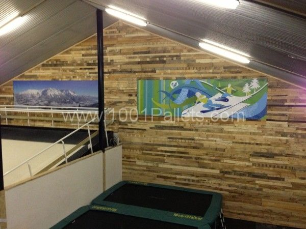 New wall at an indoor skischool Holland | 1001 Pallets
