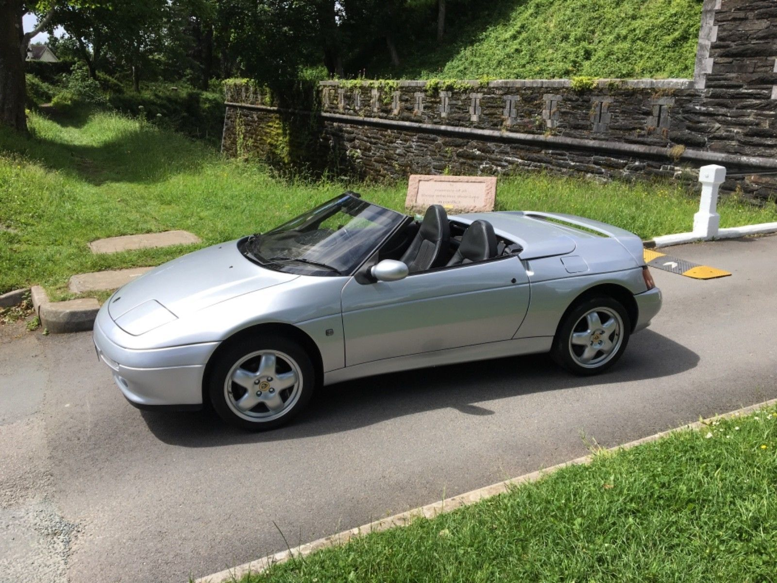 This Lotus Elan Turbo M100 1996 p ly Miles is for sale