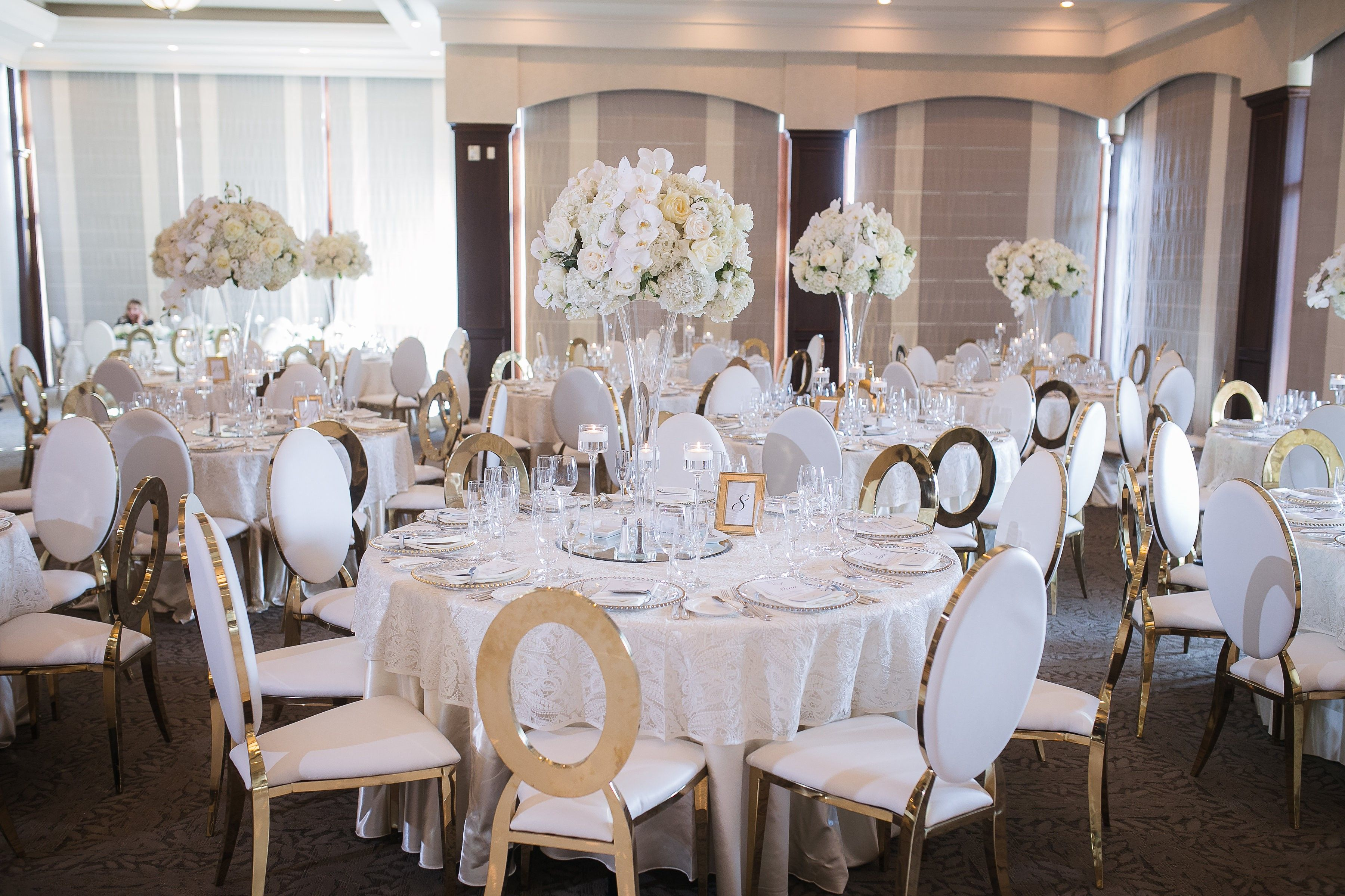 A perfect white and gold theme wedding. Fresh white florals and gold ...