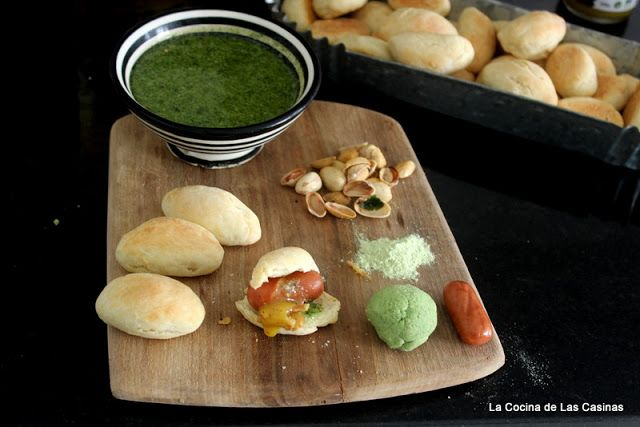 Kitchen of Casinas: Hot Dog with Pistachio Pesto and Parsley Honey Mustard Sauce