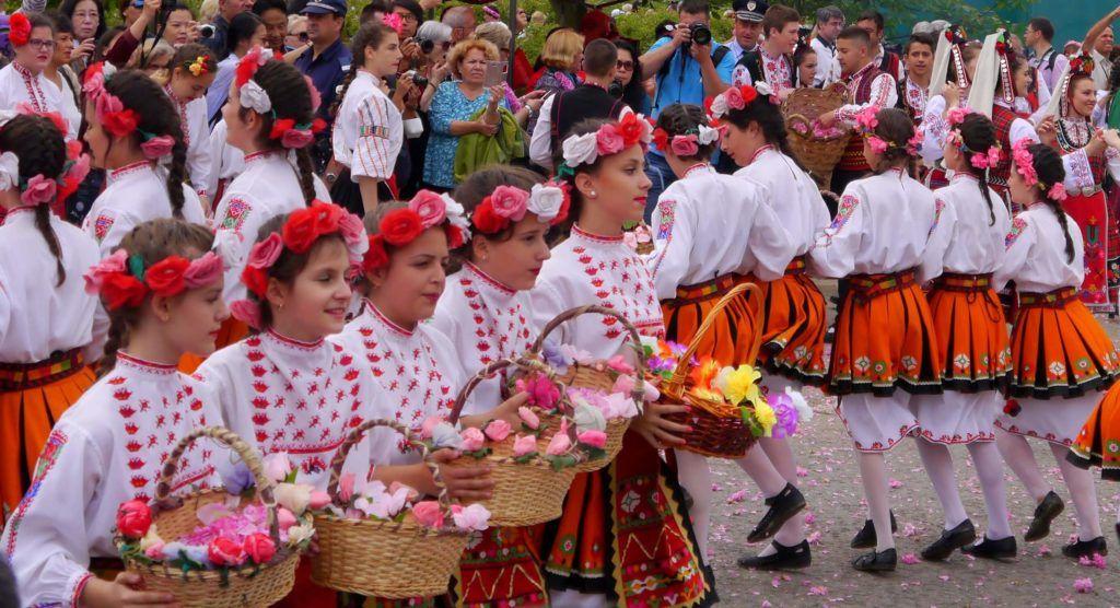 Bilderesultat for damask rose bulgaria dance