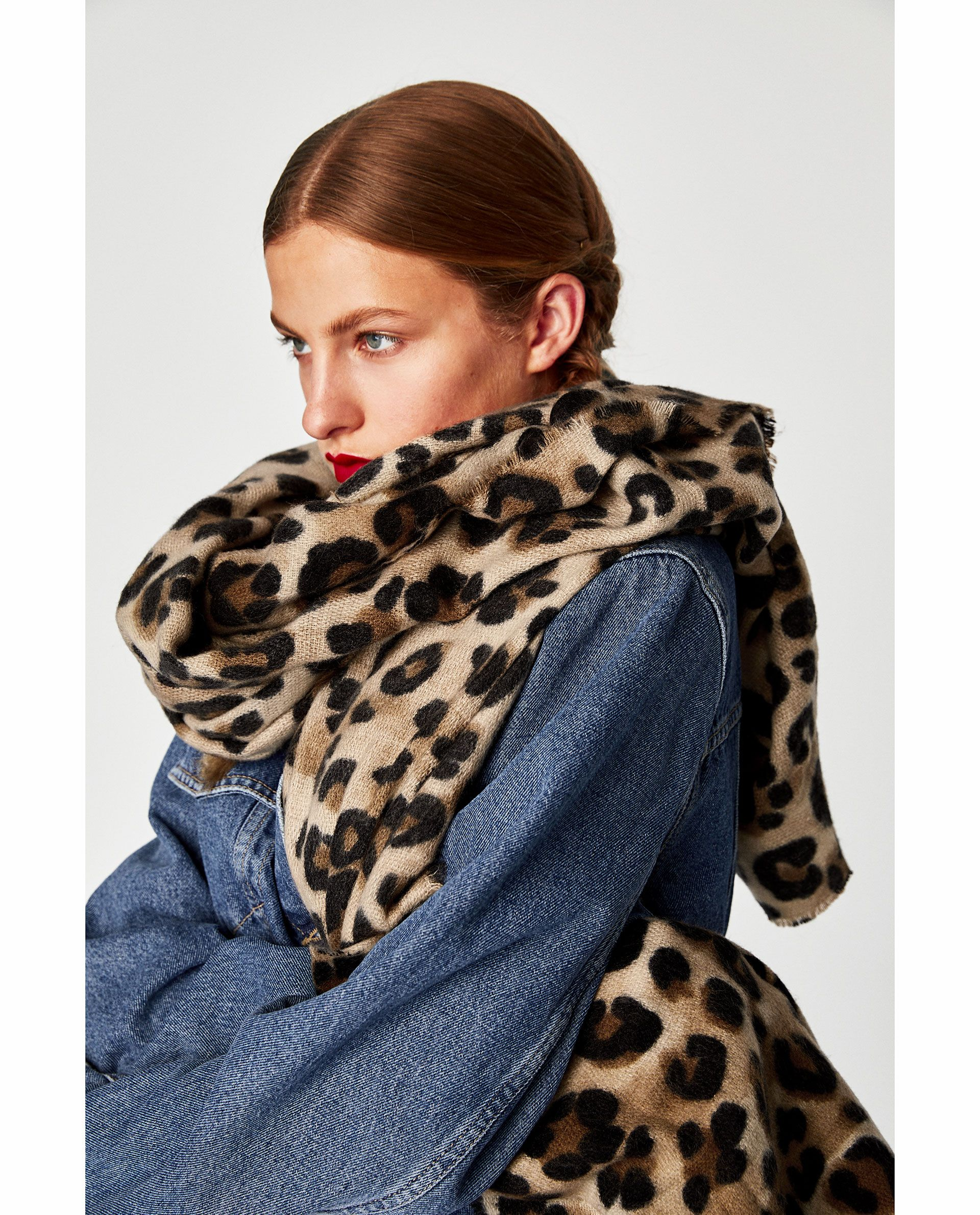 df843ae846ea36 Image 4 of ANIMAL PRINT SCARF from Zara