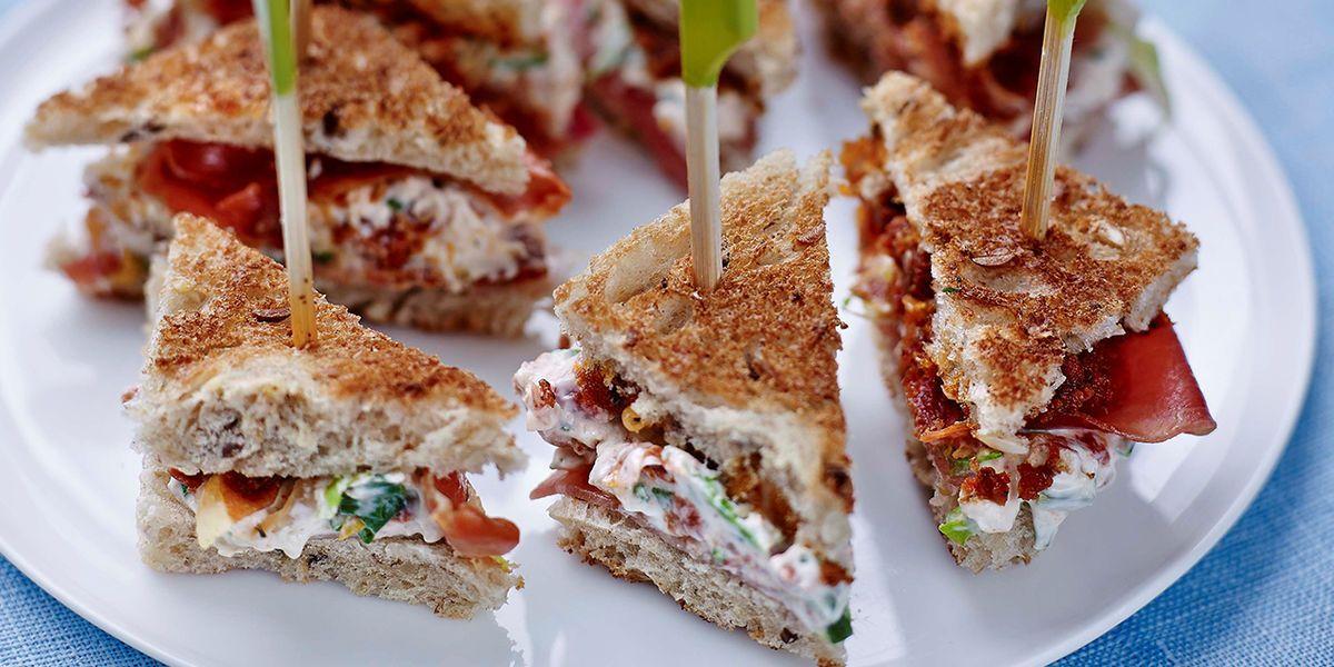 Mini-clubs sandwichs au jambon cru | Recette en 2020 | Sandwich jambon, Club sandwich et Mini ...