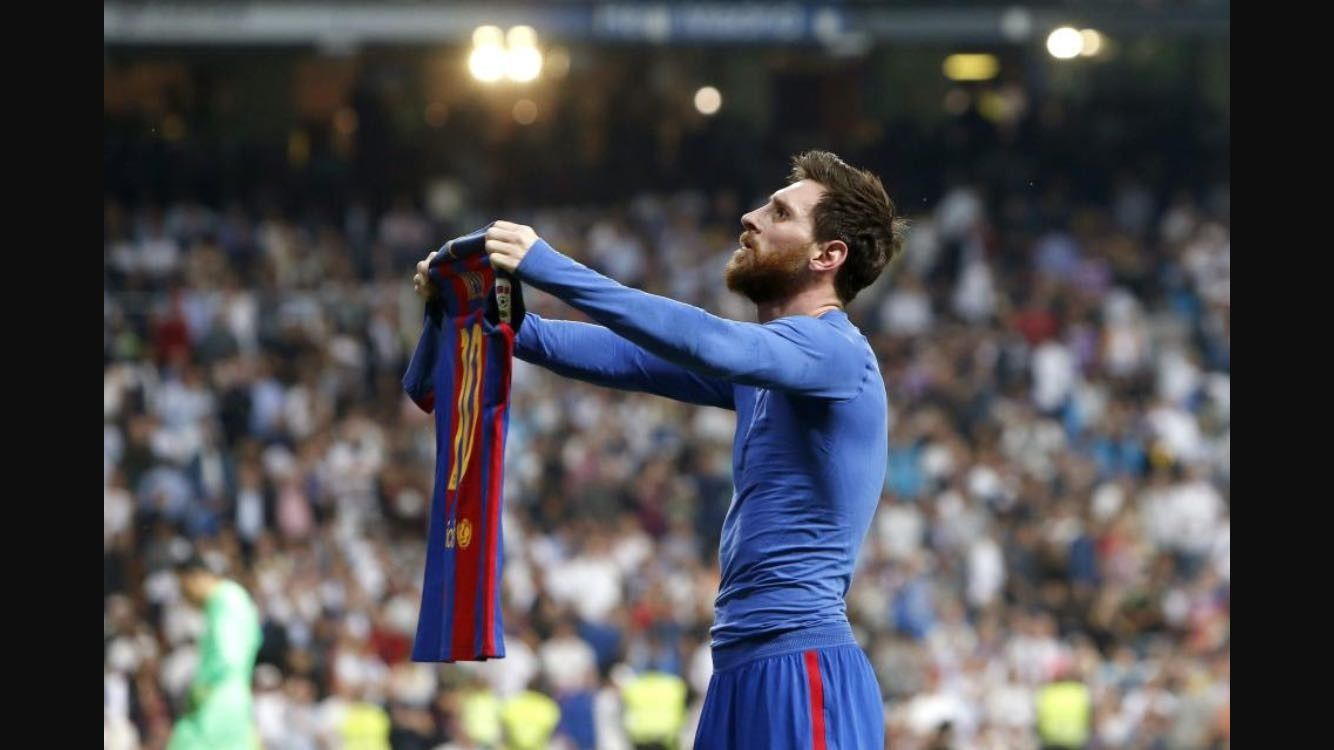 eddb6ee61f1 lionel messi showing shirt crowd wallpaper photo hd