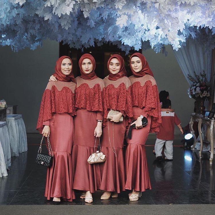 Contoh Baju Seragam Batik Sekolah: @shellaalaztha 's Bridesmaid @nabilahatifa @iymel
