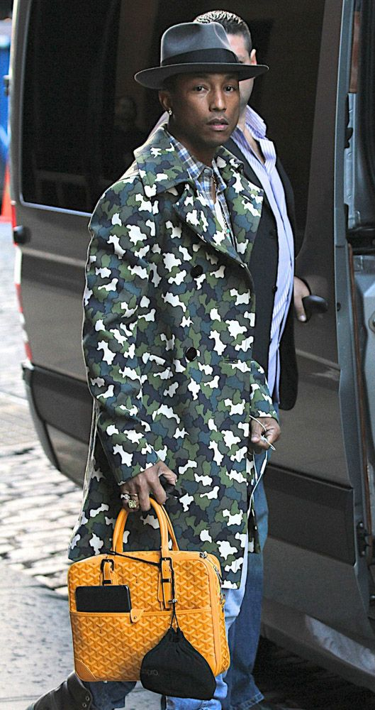d7226b41ec8 The Many Bags of Accessory-Loving Male Celebrities-31