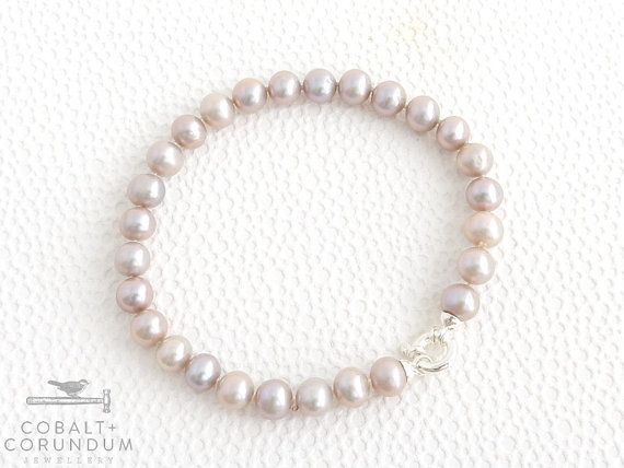 Bracelet with beautiful pearls and a 925 sterling silver clasp. These pearls have a stunning light mauve, silver grey colour that is hard to