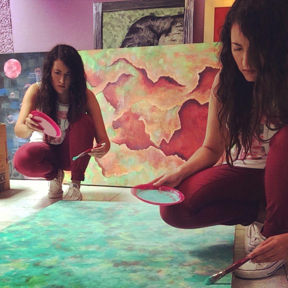Pintando, pintura al oleo colores sobre lienzo