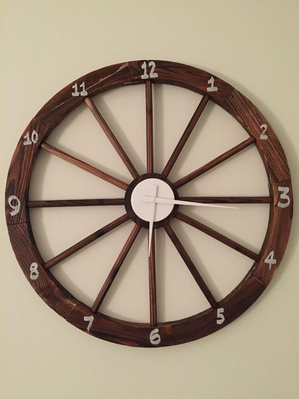 DIY wagon wheel clock for Peter Rabbit themed nursery