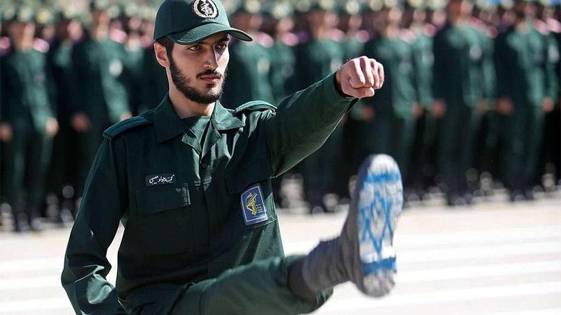 gambar bendera israel di bawah sepatu pria iran picu on wall street journal subscription id=12408