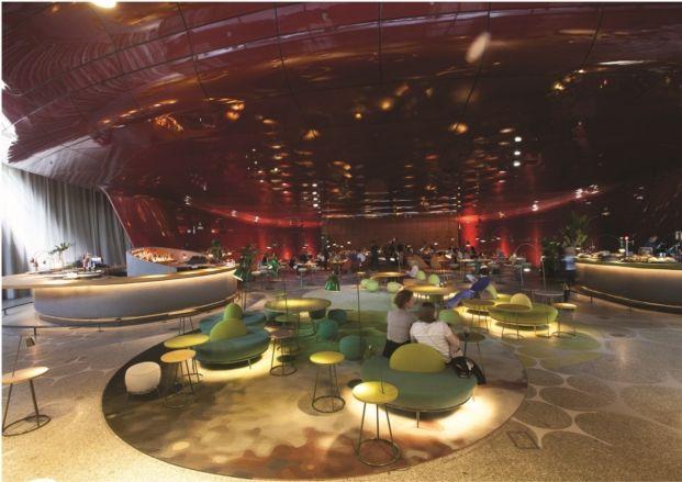 Restaurante Nubel En El Museo Nacional Reina Sofía Table