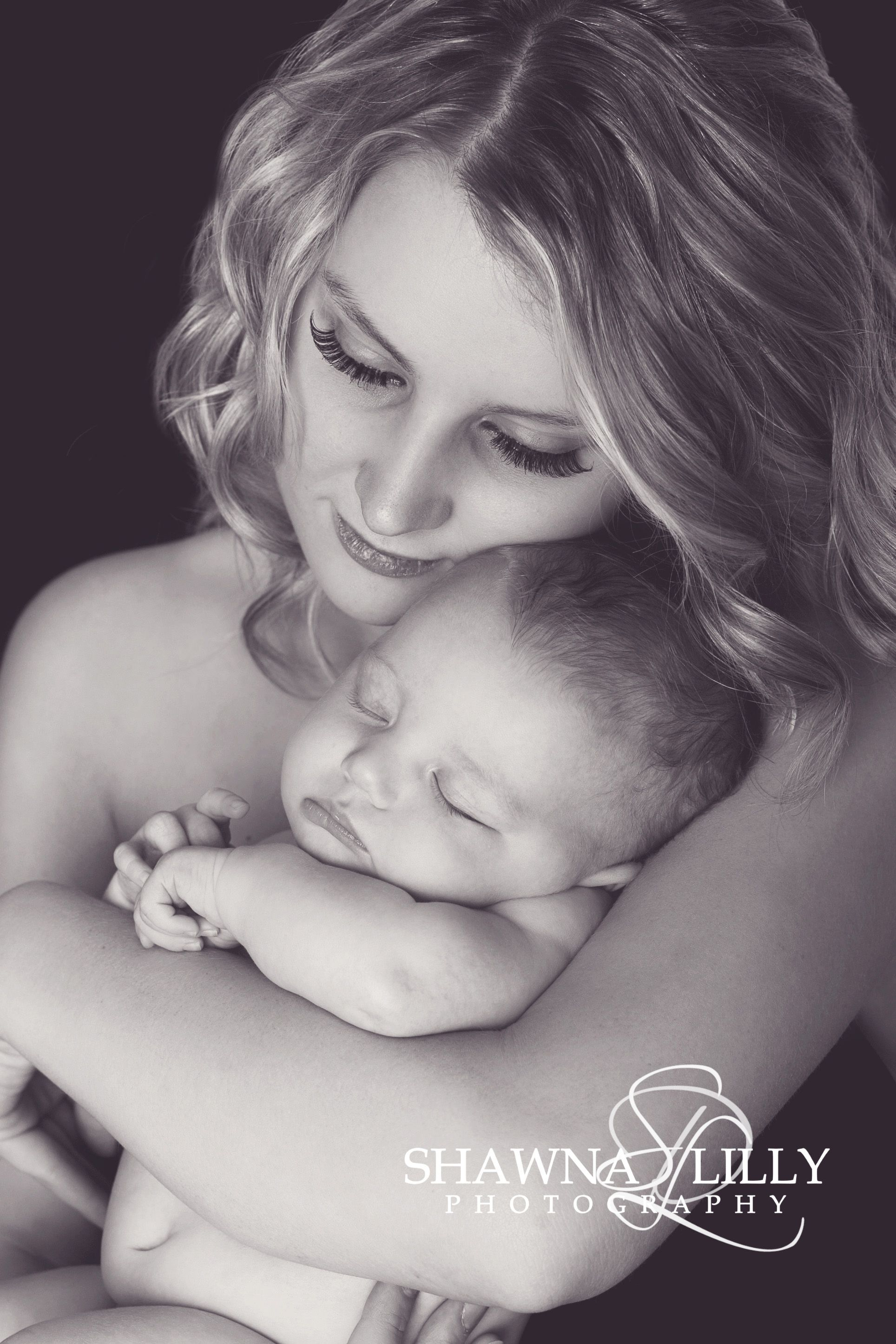 Sweet newborn pose with the new mommy newborn photography mom and baby photo lifestyle newborn photos