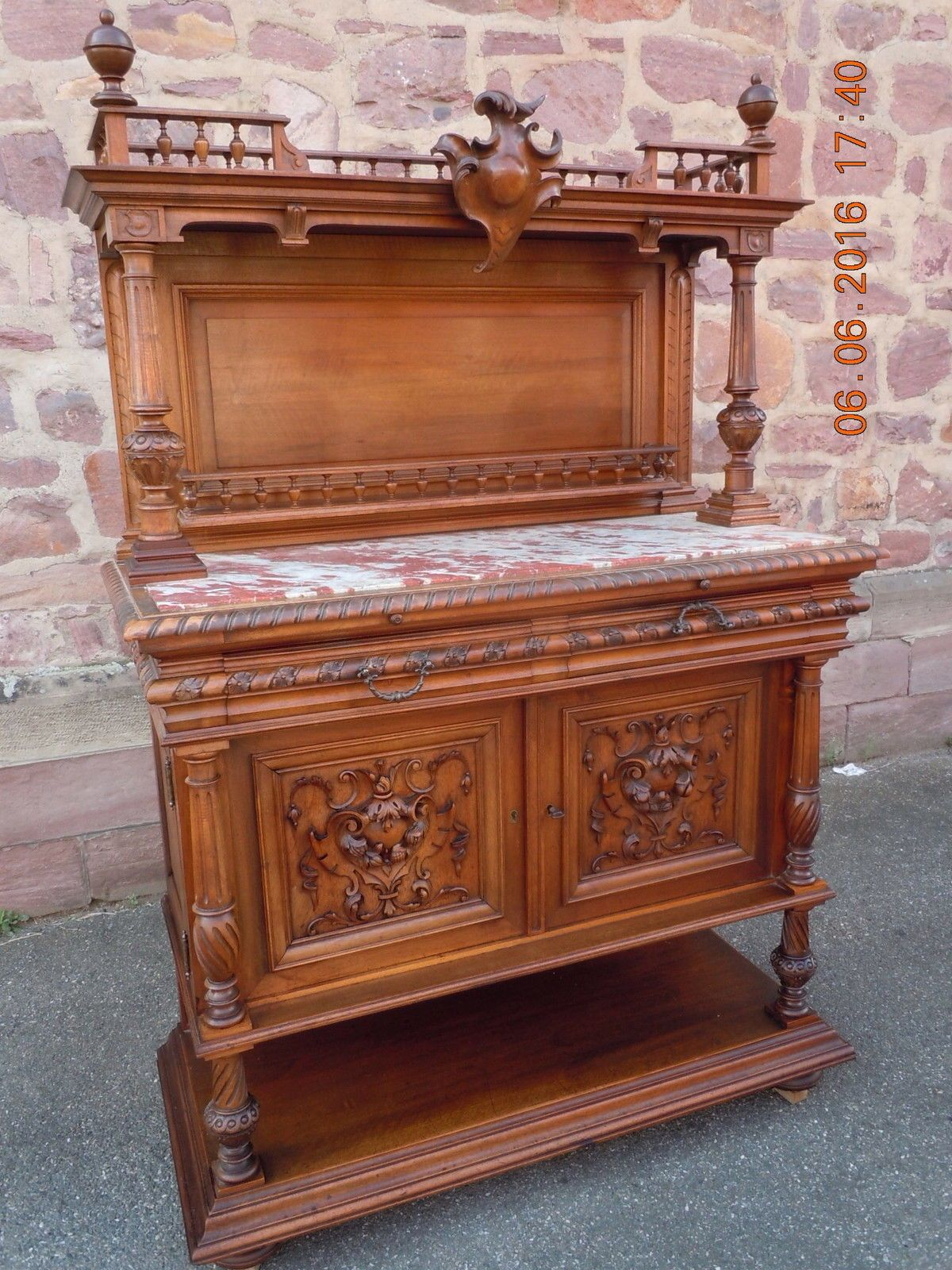 speisezimmer henri ii gr nderzeit anrichte sideboard von frankreich nussbaum in antiquit ten. Black Bedroom Furniture Sets. Home Design Ideas