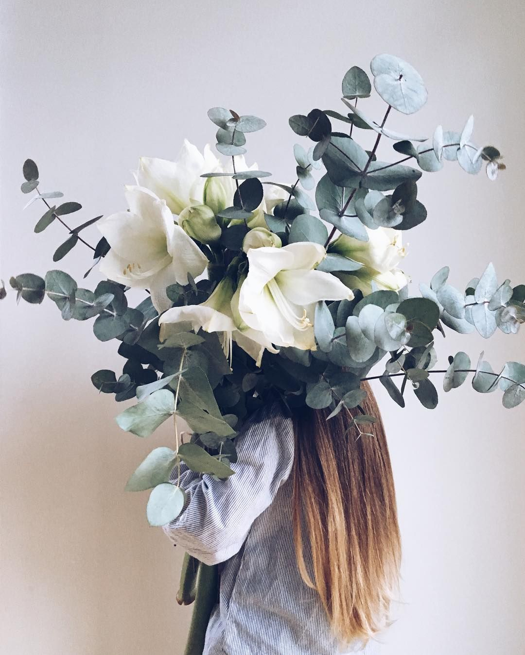 A bouquet made of amaryllis and eukalyptus almost as tall for Bouquet amaryllis