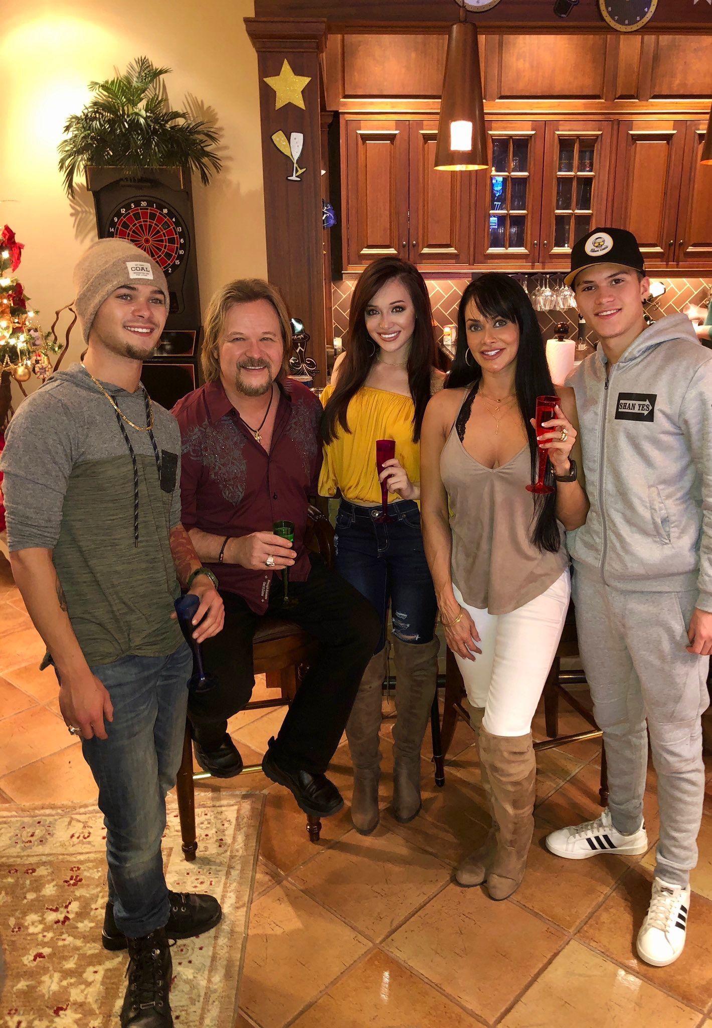 Travis Tritt & Family, NY 2019 Travis tritt, Country