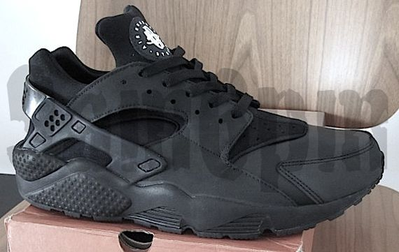 newest e24f3 20a13 nike air huarache le blackout 2 Nike Air Huarache LE Blackout