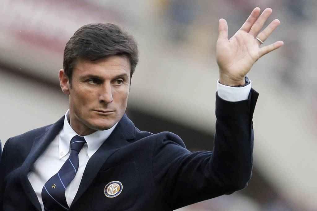 Inter: ha scelto l'allenatore per il 2018 E' appena arrivato Stefano Pioli, ma l'Inter avrebbe già pronto il colpaccio in panchina per il 2018. Lo scrive il quotidiano spagnolo AS secondo cui i nerazzurri aspetteranno che Diego Simeone termi #inter #allenatore