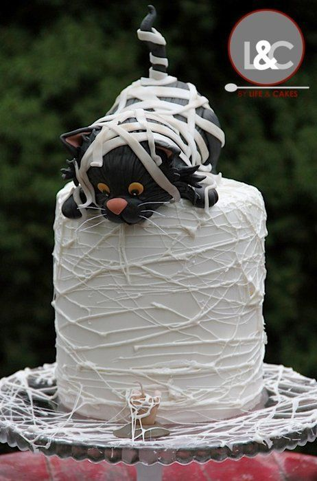 Mummy black cat birthday cake Love this idea All Hallows
