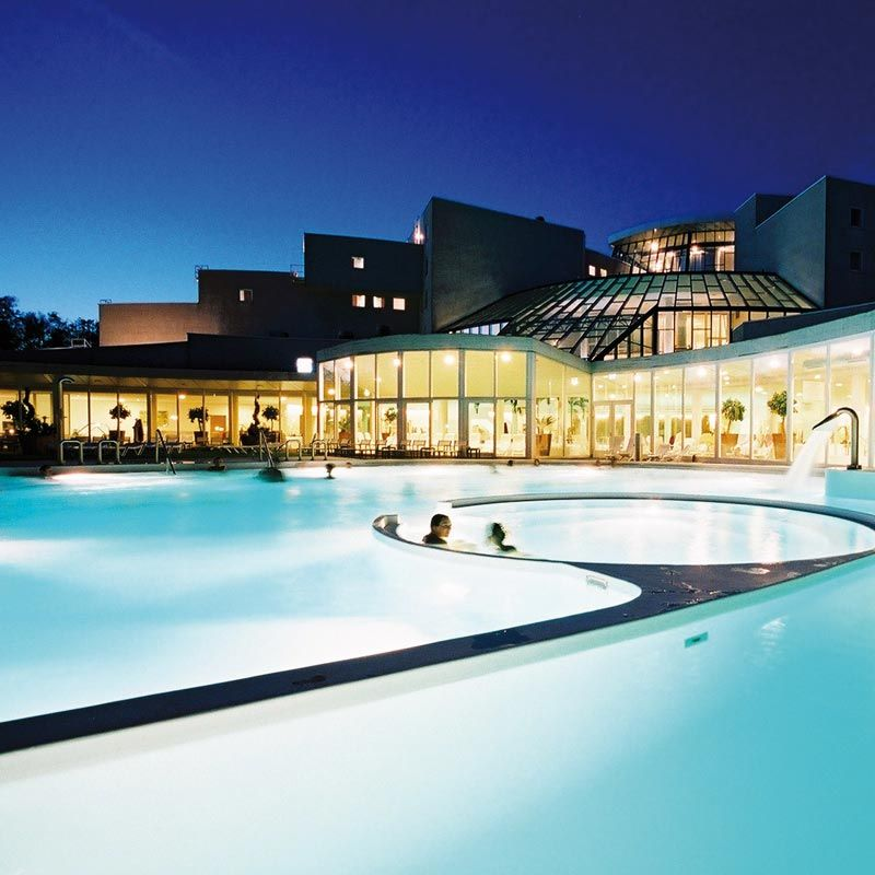 Sanadome Nijmegen, Netherlands: the large 33°C thermal indoor pool has three internal whirlpools and massage jets, where you can enjoy lovely mineral-rich thermal water from the Spa's private springs.
