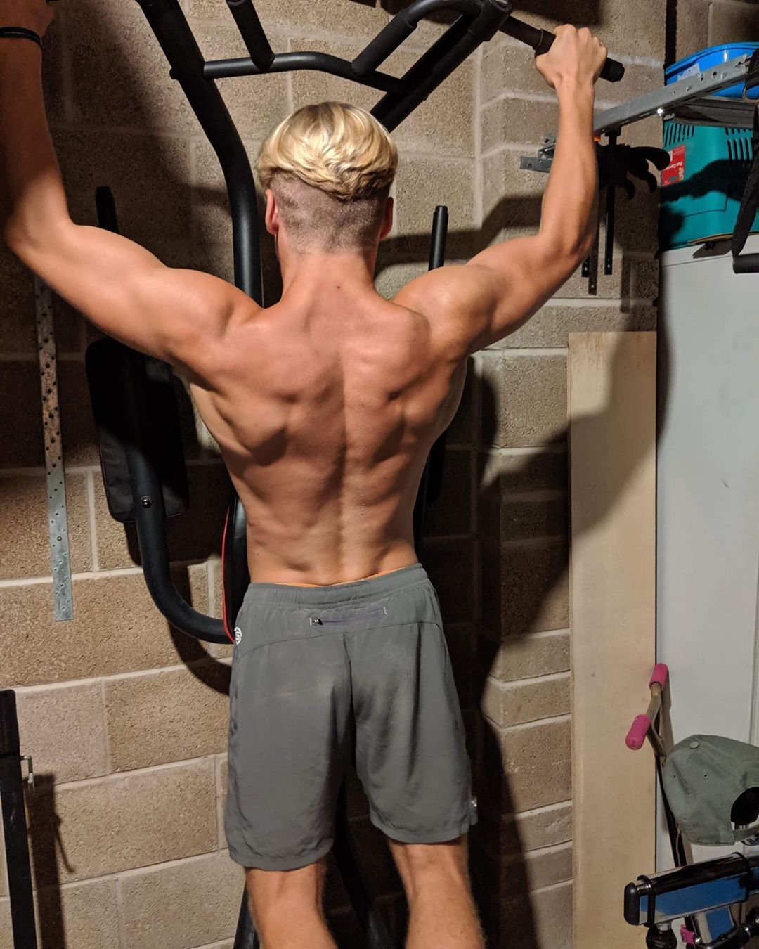 If there is any specific exercise that helps the most for calisthenics, it's got be pull ups! . . ....