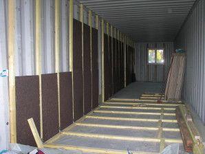 les tapes d 39 une construction avec des containers. Black Bedroom Furniture Sets. Home Design Ideas