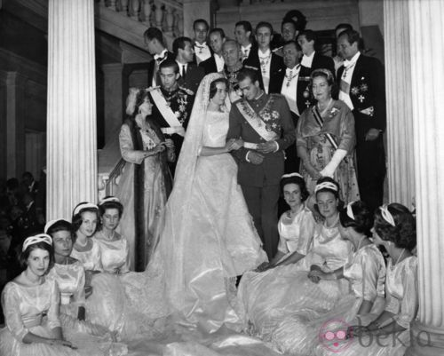 50 years ago (May 14, 1962) in Athens, Prince Juan Carlos and Princess Sofía of Spain pose after their wedding with their parents, the bridesmaids (Princess Irene of Greece and Denmark, the Infanta Pilar of Spain, Princess Irene of the Netherlands, Princess Benedikte of Denmark, Princess Anne-Marie of Denmark, Princess Anne of France, Princess Alexandra of Kent and Princess Tatiana Radziwill) and the groomsmen (Prince Michael of Greece, Crown Prince Constantine of Greece, Prince Carlos of…