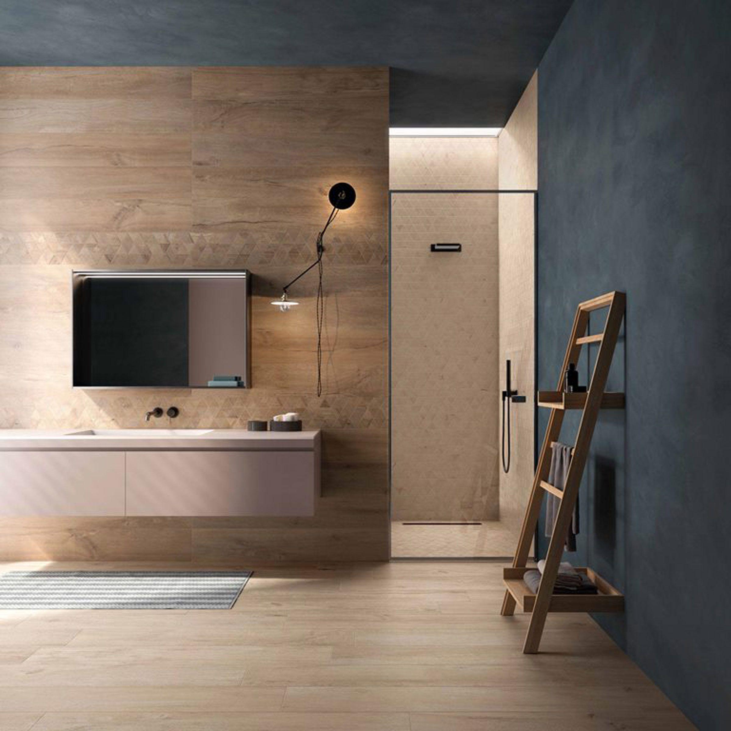 Holzoptik sorgt für einen modernen Style im Badezimmer .  ...