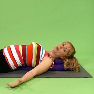 fertilityboosting yoga poses  prenatal yoga shoulder