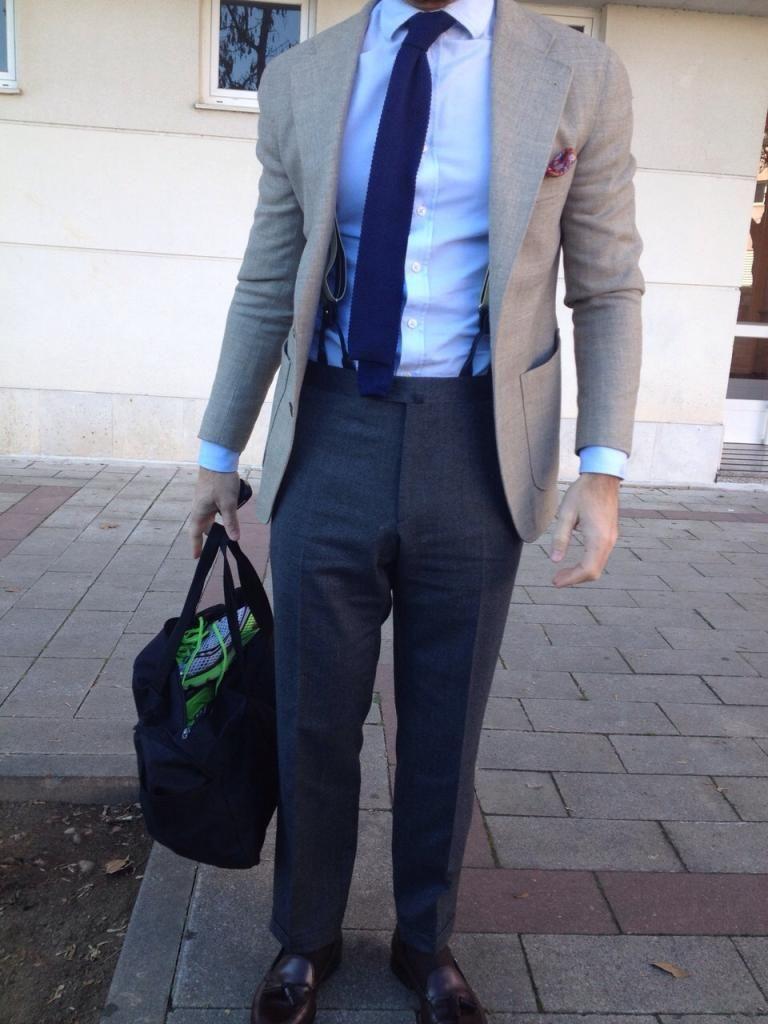 Buen look de tirantes y corbata tricot  cf285622f512