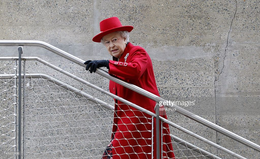 Queen Elizabeth II arrives for a visit to the Cutty Sark on April 25, 2012 in…