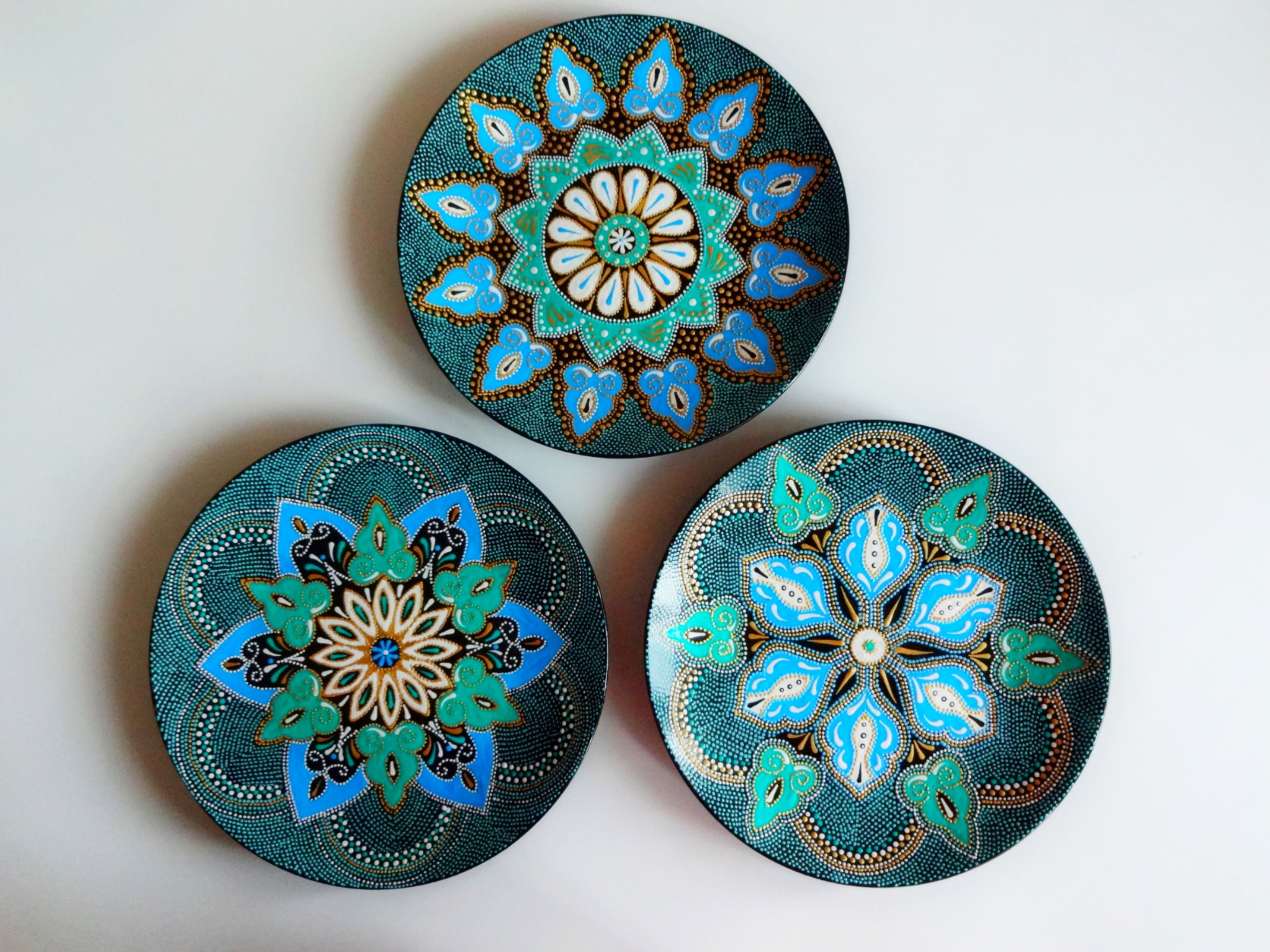 Set Of Decorative Plates For Hanging Large Decorative Hand Painted Plates Colorful Plates Majolica Plates Mandala Plates Ceramic Plates In 2021 Hand Painted Plates Decorative Plates Painted Plates