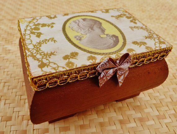 Edles Holzkästchen mit Kamee Motiv Holzbox von Schmucktruhe auf Etsy, €18.50