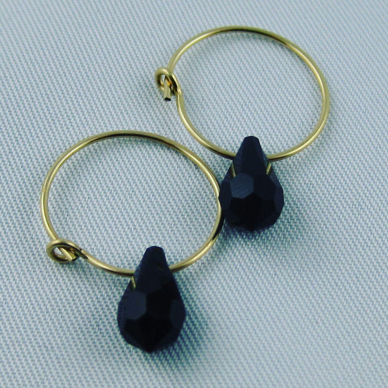 Mini créoles or et goutte noire zwarovski : Boucles d'oreille par my-paulette-is-rich