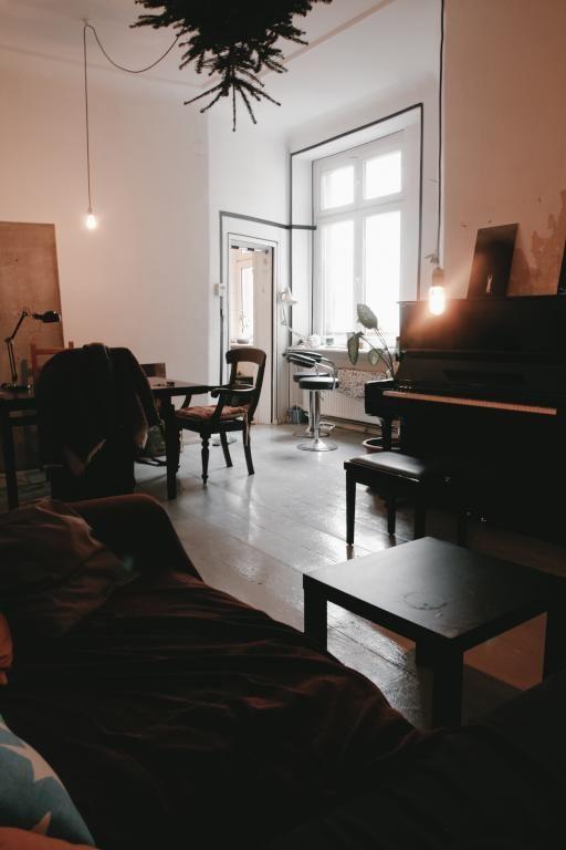Eine Tolle Wohnzimmerstimmung Mit Gemutlicher Atmosphare Uberzeugt