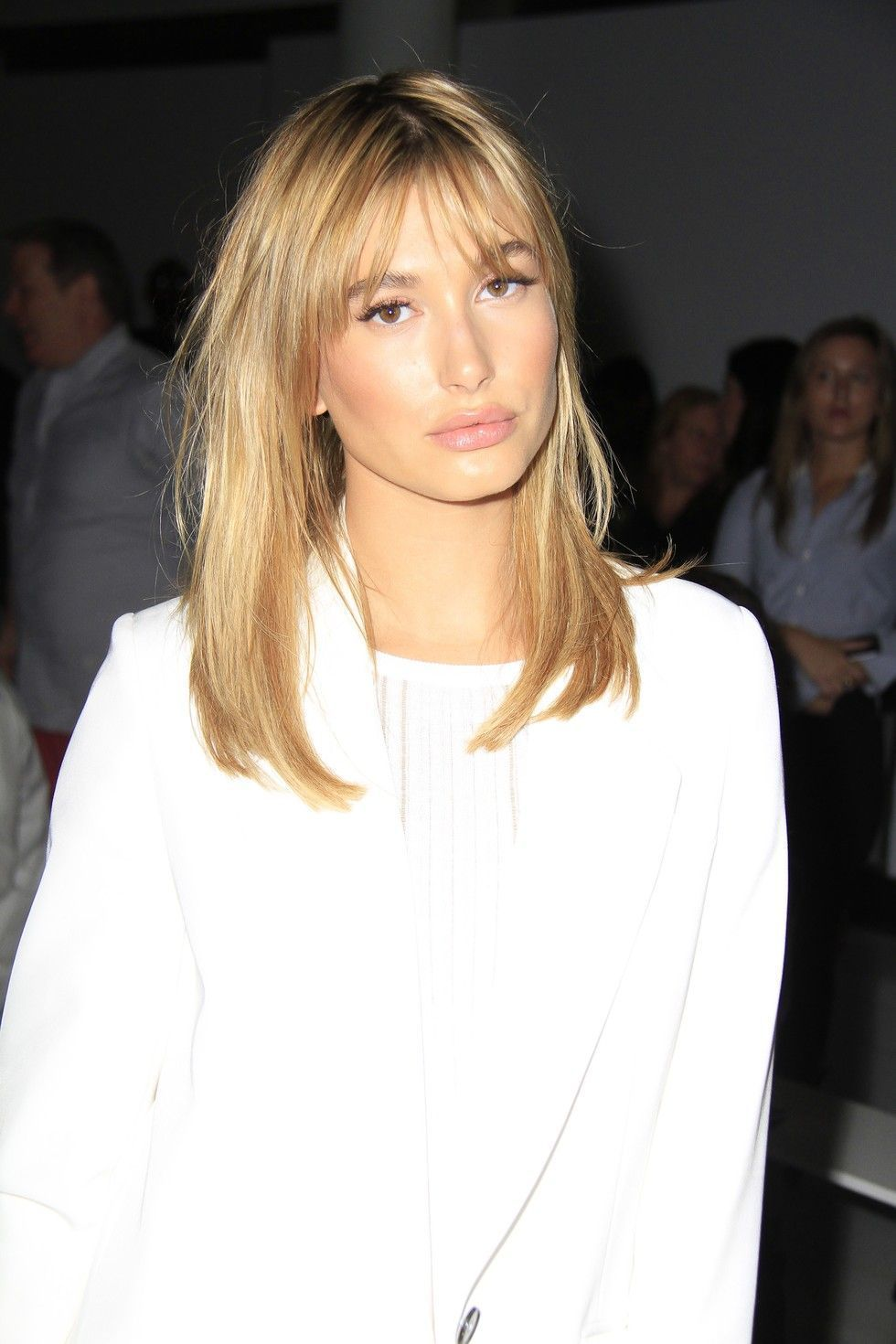 How To Style Side Swept Bangs Like 30 Of The Chicest Celebrities Curtainbangs With Images