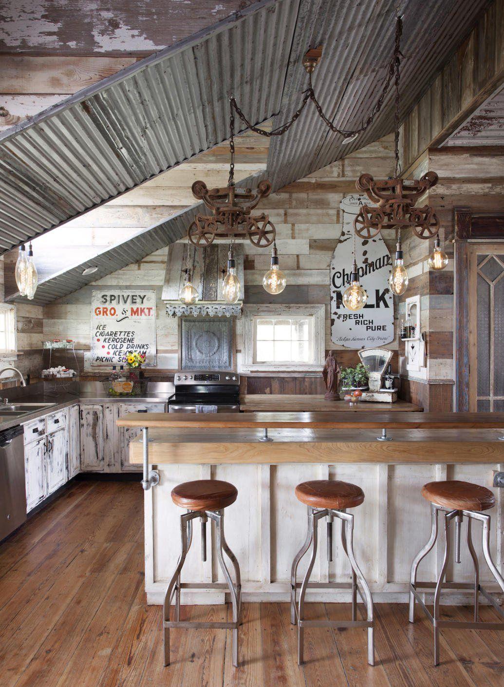 Rustikale vintage badezimmer dekor look inside an antique dealerus dream home in round top  apartments