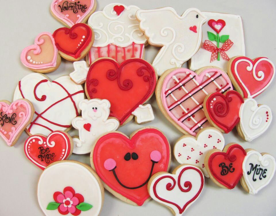 Valentine's Day cookies :) These look so yummy! I love the one with the cute happy face heart. And of course the be mine two in one cookie :) #cookies