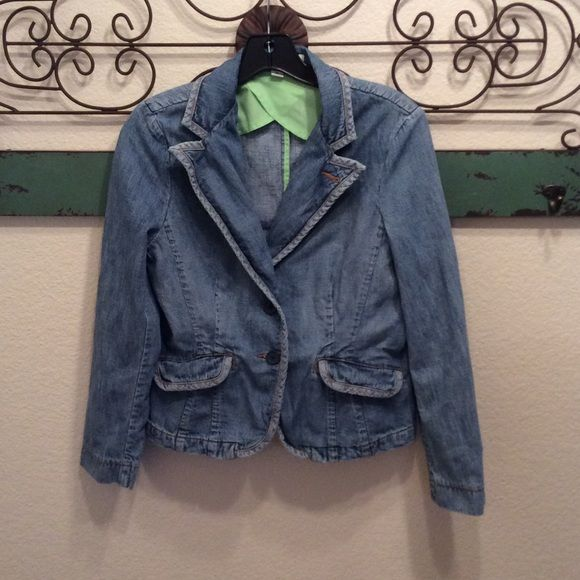 """Tommy Hilfiger Jean Jacket Medium Petite Tommy Hilfiger Jean Jacket M petite  under arm to under arm measures 18.5"""" and the length is 22"""" in great used condition ⛔️Trades ⛔️other sites  reasonable offers ship the same or next day 4.9⭐️Seller Tommy Hilfiger Jackets & Coats Jean Jackets"""