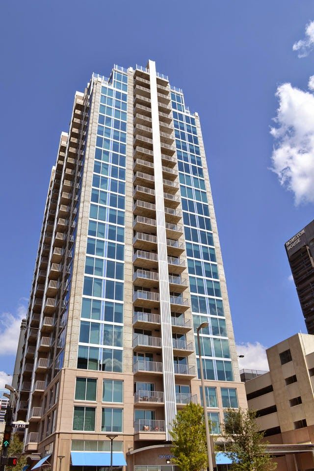 Houston Cosmopolitan Living High Rise Apartments Downtown