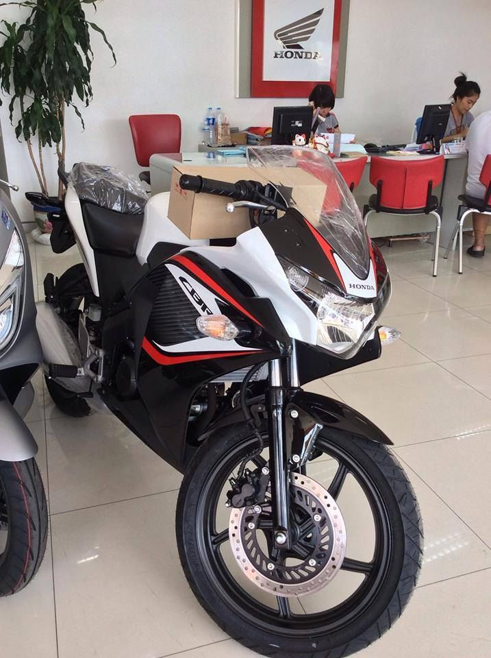 2018 honda cbr150r white black colour india