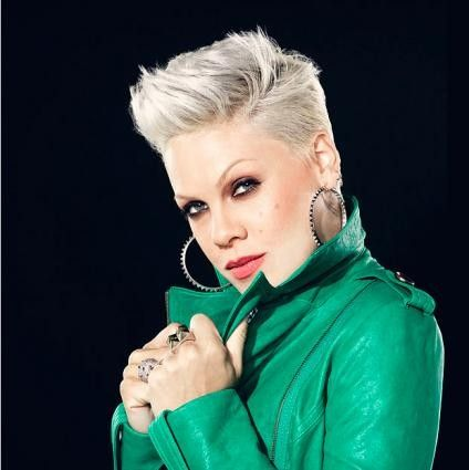 I love Pink's hair!! Cheveux Coiffures cheveux courts