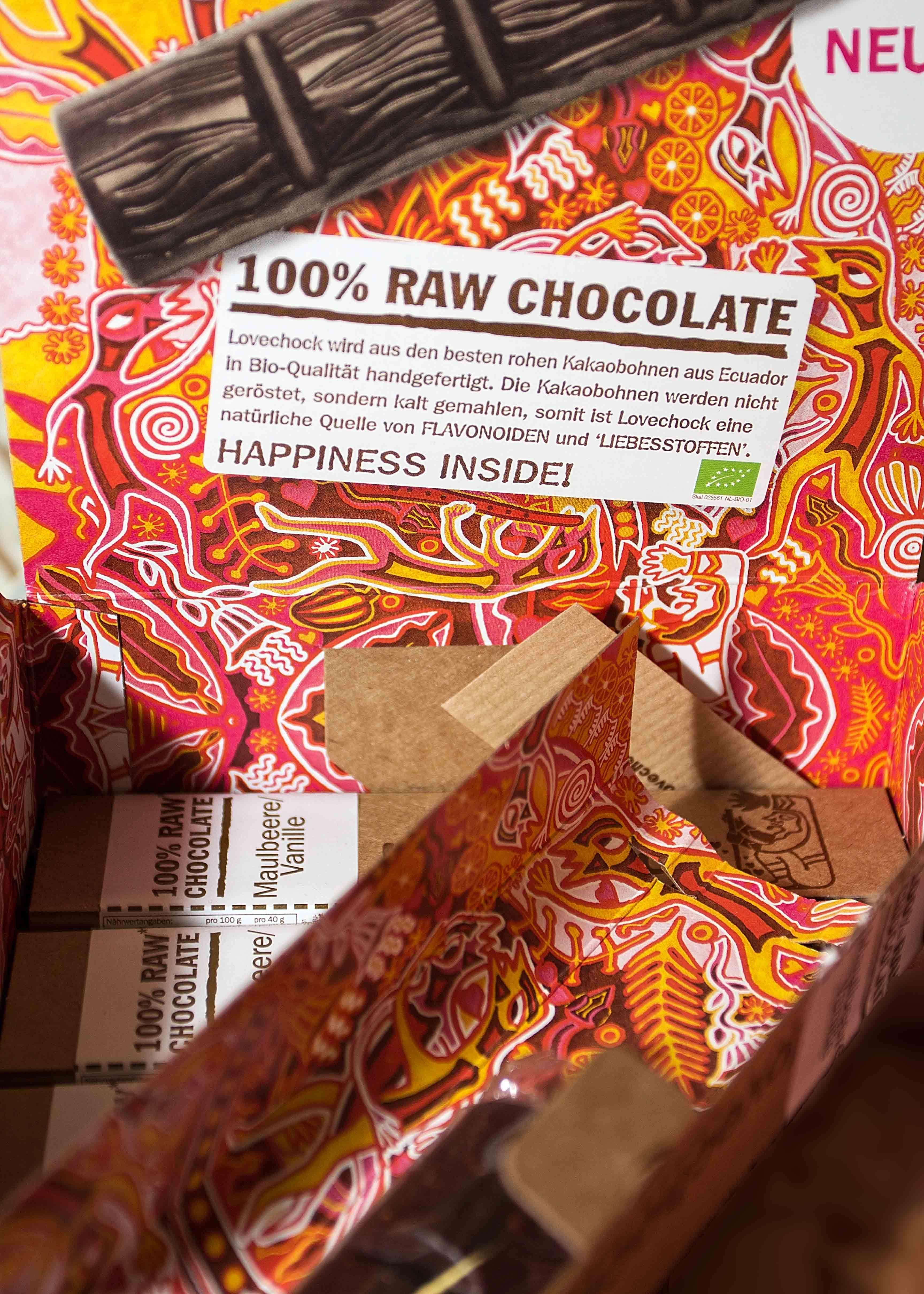 """Süß, süßer, Bio-Schokolade. Schleckermäulchen konnten sich an der Top Newcomer-Marke """"100% Raw Chocolate"""" wahrlich laben. Natürlich mit """"Happiness inside"""". #suchdichgruen, #bio, #BioOst, 'Berlin, #Messe, #Raw Chocolate, #Schokolade"""