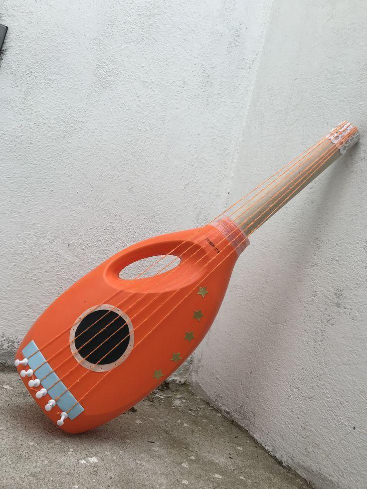 Gitarre aus recyceltem Material. Sie benötigen: Weichspülerflasche, Tube ... #musicalinstruments Gitarre aus recyceltem Material. Sie benötigen: Weichspülerflasche, Tube ... -  - #aus #benötigen #Gitarre #Material #recyceltem #Sie #Tube #Weichspülerflasche #musicalinstruments